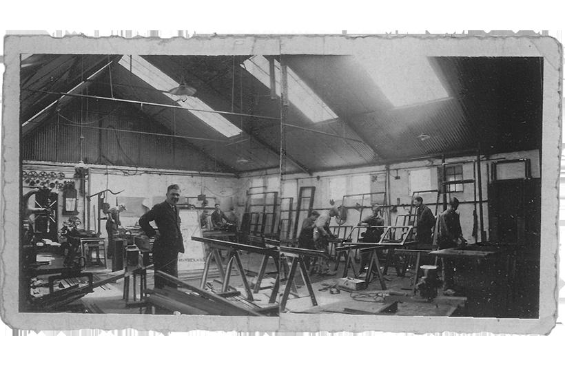 Workshop van MHB in de jaren 30 met meerdere profiel systemens