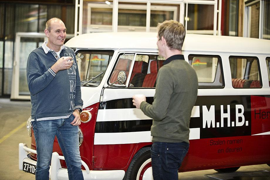 MHB engineers voor de MHB volkswagen bus